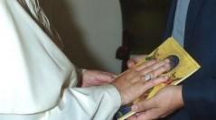 El Papa bendice el Icono