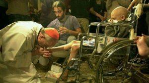 actual-Papa-Francisco-besando-nino_TINIMA20130314_0883_18